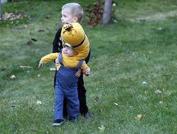 minion halloween basket running with scissors gru and minion halloween costume