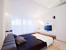 meubler une chambre design interieur chambre adulte blanche grand lit coussins meuble