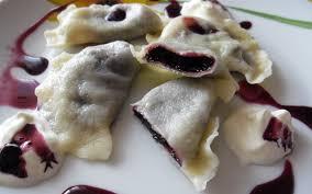 recette cuisine polonaise recette pierogi aux myrtilles dessert et goûter polonais pas chère