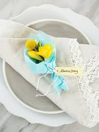 how to make table seating cards wow these diy mini floral bouquets are the absolute cutest