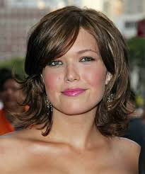 hairstyles for round faces and double chins short layered bob