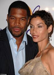 michael strahan new haircut nfl hall of famer michael strahan blindsided by nicole murphy s