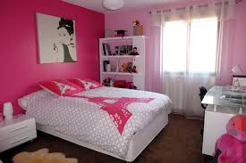 une chambre dans une chambre de fille