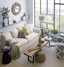 kleine wohnzimmer kleines wohnzimmer helle farben fensterfront couchtisch sitzbank