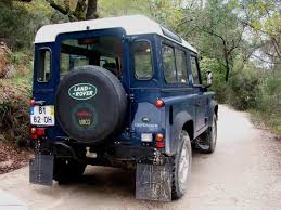new land rover defender video thieves continue to target land rover defenders agriland