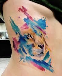 watercolor tattoo der bunte trend unter den tätowierungen