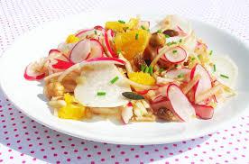 cuisiner des radis recette de salade diététique de carotte et radis noir au yaourt