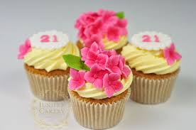 cupcake decorating tips small and sweet 4 ideas and tips for cupcake decorating with fondant