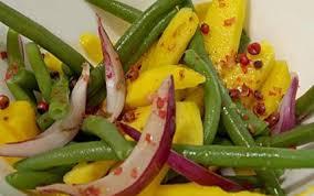 cuisiner des haricots verts recette salade de haricots verts mangue et oignons rouges aux