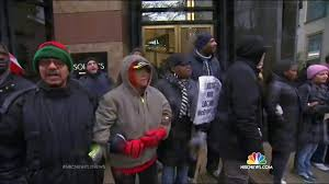 black friday crowds target protesters target chicago u0027s shopping district on black friday