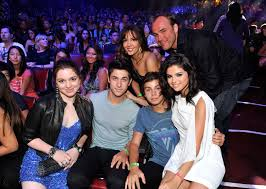 wizards of waverly place reunion jake t austin wants the cast of