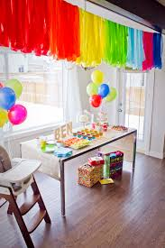 Decorating with streamers for party