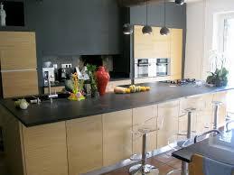 atelier cuisine valais cuisine avec plan de travail granit et façades bois brian is in