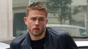 how to get thecharlie hunnam haircut charlie hunnam regrets turning down game of thrones metro us