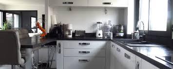 cuisine moderne ouverte aménagement cuisine moderne ouverte jv agencement
