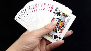 how to do the upside down card trick howcast the best how to how to fan cards for magic tricks aka card flourishes