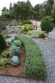 Garten Gestalten Mediterran Mediterrane Gartengestaltung Kies Pflanzen Zypresse Straeucher