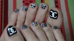 easy u0026 cute chanel u0027s logo for toe nails youtube