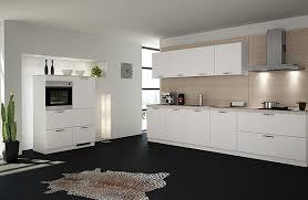 weiße küchen im trend musterhaus küchen fachgeschäft - Kche Zu Dunklem Boden
