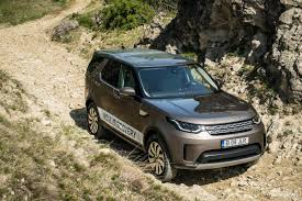 discovery land rover 2017 2017 land rover discovery 2 0 sd4 hse luxury test drive midlife
