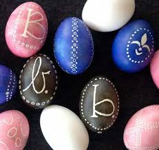boiling eggs for easter dying 32 egg citing ways to dye easter eggs how to tip junkie