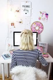Die Besten 25 Arbeitstisch Ideen Einfach Diy Schreibtisch Deko Diy Makeover 4 Einfache Pinterest