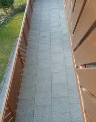 piastrelle balcone esterno pavimenti per esterni in gomma