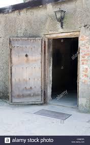les chambres à gaz la porte d entrée en bois dans les chambres à gaz au c de