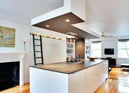 faux plafond cuisine ouverte hotte pour cuisine ouverte cuisine contemporaine blanche avec plan