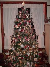 lydia and nathalia christmas trees past