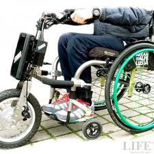 sedia elettrica per disabili ruotino elettrico triride da carrozzina a scooter in un gesto