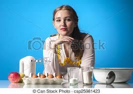 menagere cuisine bleu photo fond sérieux ménagère cuisine photo de stock