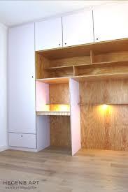 bureau dans un placard mur rangement complet chambre placard niche etagère bureau