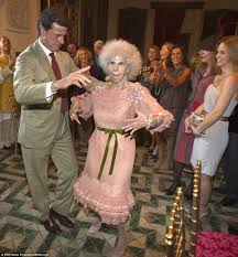 at the wedding the duchess of alba thrilled a crowd of several