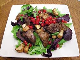 cuisiner foie de volaille salade de foies de volaille la recette facile par toqués 2 cuisine