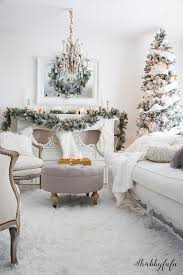 Christmas Livingroom by Elegant And Simple Christmas Living Room In White Shabbyfufu
