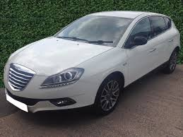 chrysler car white chrysler delta 1 6 td multijet se 5dr white 6spd alloy air con