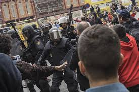 police clash with voters during independence referendum in
