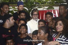 dharavi rocks band perform in front of amitabh bachchan at amitabh