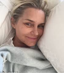 natural color of yolanda fosters hair yolanda foster chops off her hair while battling lyme disease