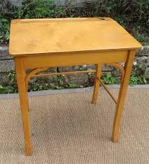 bureau d 馗olier ancien en bois 1 place bureau d ecolier ancien en bois 1 place 6 petit bureau