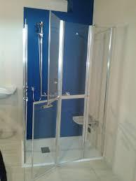 doccia facile doccia per anziani idee di design per la casa