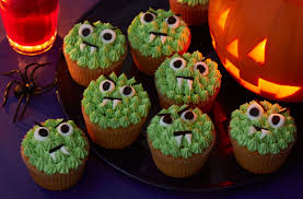 Monster Halloween by 40 Terrifying Halloween Cupcakes