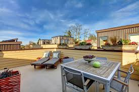 does an occupied rooftop roof deck need to be included in