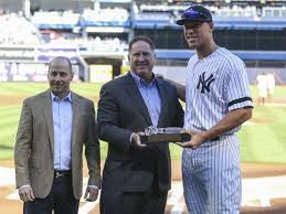 Aaron Judge Yankees Slugger Becomes Tallest Center Fielder - aaron judge yankees slugger becomes tallest center fielder