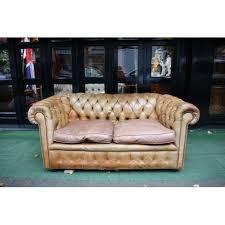 canap chesterfield ancien original chesterfield 2 seater gallery canapés et sofas