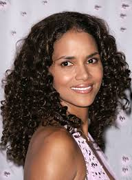 back view of halle berry hair halle berry beauty riot