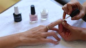 how to give yourself a vinylux manicure