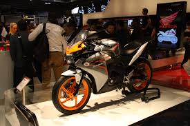 honda cbr 125r file 2011 orange and gray honda cbr125r at eicma jpg wikimedia