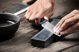 how to sharpen knives and use a honing steel to keep knives sharp